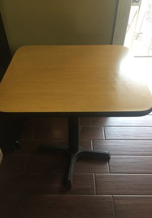 Small table commercial grade for Sale in Hawthorne, CA
