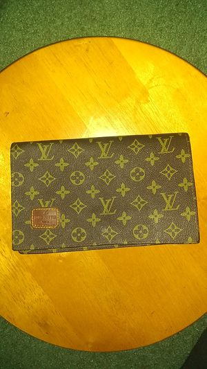 LOUIS VUITTON Clutch for Sale in Suitland, MD
