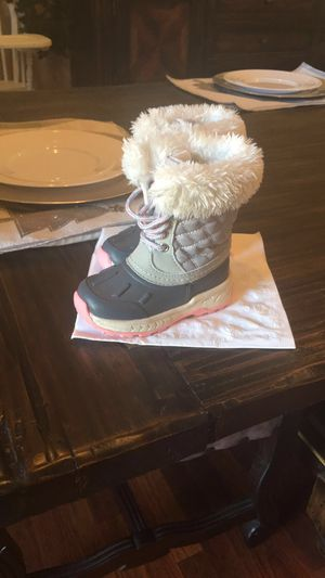 Toddler girl snow boots size 6 for Sale in Perris, CA