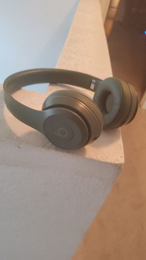 Green beats solo 3 wireless for Sale in Las Vegas, NV
