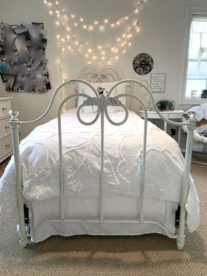 Pottery Barn Kids twin iron bed for Sale in San Juan Capistrano, CA