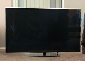 Smart Panasonic TV and wall mount for Sale in Westlake, OH