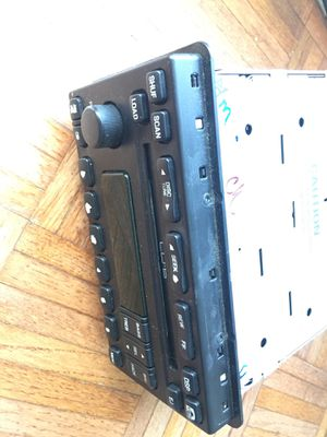 2003 - 2004 Ford Expedition Radio 6 CD changer DVD for Sale in Los Angeles, CA