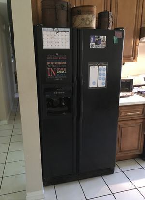 Refrigerator that needs repair for Sale in Anaheim, CA
