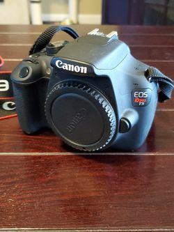 Canon Rebel T5 Camera for Sale in Fresno,  CA