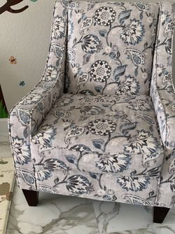 Living Room Chair for Sale in Fort Lauderdale,  FL