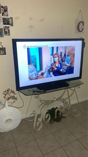 65in sharp tv with remote for Sale in Brandon, FL