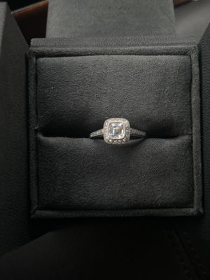 Tiffany & Co engagement ring for Sale in Miramar, FL