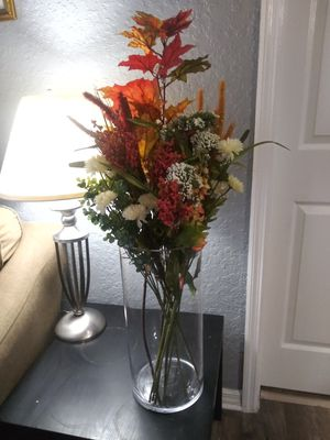 Large glass vase with flowers for Sale in Orlando, FL