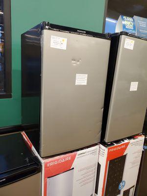 Frigidaire Mini Refrigerator for Sale in Los Angeles, CA