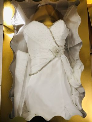 Size 2 Wedding Dress with side slit for Sale in Miami, FL