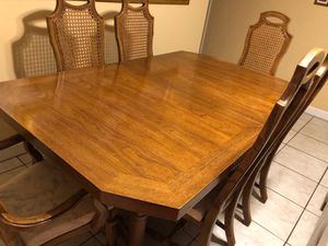 Dinner table and chairs for Sale in Hialeah, FL