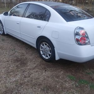 06 nissan Altima runs and drives great no leaks for Sale in Oklahoma City, OK