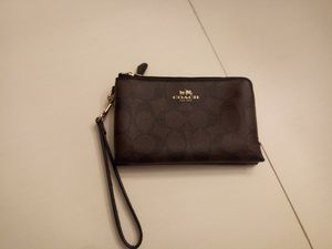 Authentic double zipper Coach wristlet/purse/clutch/ wallet. In great shape has credit card slots.black /brown for Sale in Kernersville, NC