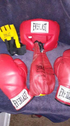 Everlast Boxing equipment. for Sale in Lansing, MI