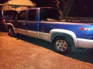 2000 chevy Silverado 1500 for Sale in Miami, FL
