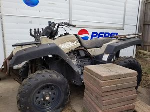 2001 yamaha grizzly 600 4x4 with title for Sale in Sioux Falls, SD