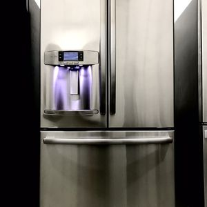 Ge Profile French Door Stainless Steel Refrigerator LIKE NEW for Sale in Carrollton, TX