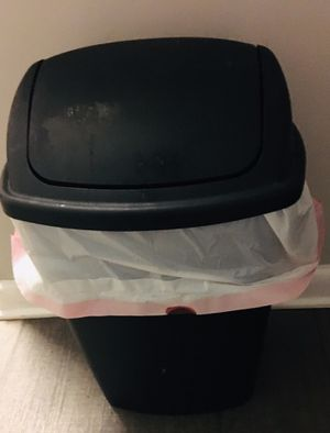 Trash can for Sale in Raleigh, NC