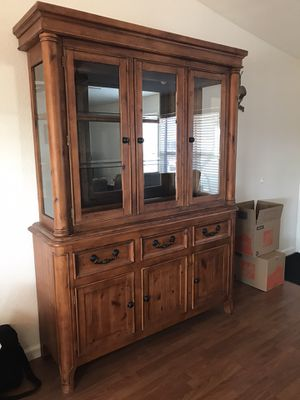 China Hutch/ Cabinet (lighted) for Sale in Tonto Basin, AZ