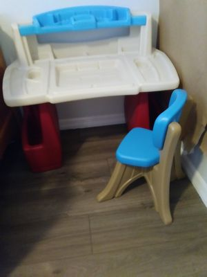 Kid desk and chair for Sale in Oviedo, FL