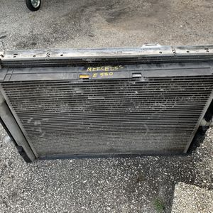 W212 OEM Mercedes E Class Radiator & Condenser with Hoses for Sale in Fort Lauderdale, FL