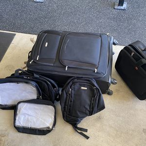 Embark Luggage Set With Extras for Sale in Moreno Valley, CA