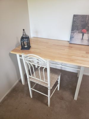 Dinning Table with 4 chairs for Sale in Kalamazoo, MI