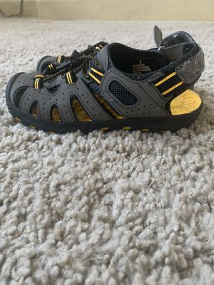 Khombu Hiking/Water Shoes/Sandals Youth Size 1 Grey/Black/Yellow Pre-Owned, Great Shape! Similar to Keen Hiking Sandals for Sale in Kaysville, UT