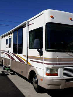 Bounder Fleetwood motorhome 2001 Excellent Condition 36k.miles for Sale in Calabasas,  CA