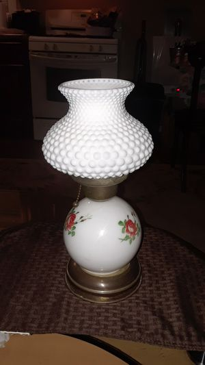 VINTAGE 13IN TALL ANTIQUE LAMP WORKS GREAT for Sale in undefined