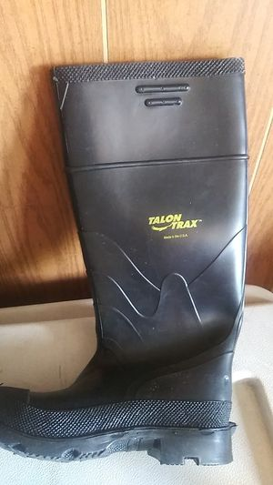 Raining work boots size 4 o 7 for Sale in Hemet, CA
