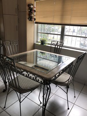 Gorgeous dining room set for sale! for Sale in Miami, FL