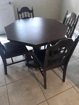 FREE FRE FREE Dinning set table and 4 chairs....GRATIS GRATIS GRATIS mesa con 4 sillas for Sale in West Covina, CA