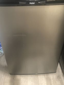 Haier Compact Fridge 4.5 Cu Ft for Sale in Oakland,  CA