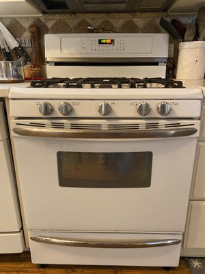Kitchen appliance set can pick up Jan 13! for Sale in Tacoma, WA