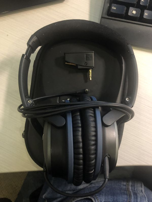 GREAT CONDITION Bose Noise Cancelling Headphones - WIRED