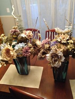 2 Beautiful Silk Flower Arrangements for Sale in Washougal,  WA