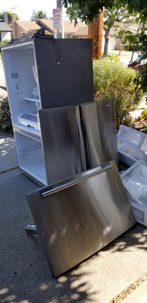 Free Samsung refrigerator for Sale in Long Beach, CA