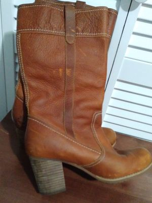 Women's timberland boots sz 9.5 for Sale in Atlanta, GA