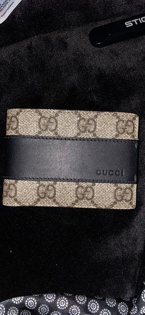 Gucci Black/Browm Gg Supreme Monogram Bi-fold Wallet for Sale in Mokena, IL