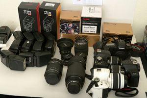 Tons of camera gear. DSLRs, lenses, studio lights. TRADE preferred. for Sale in Las Vegas, NV