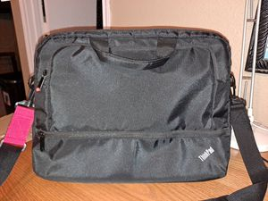 New 15.6 Laptop Bag in excellent shape located in the Southside of San Antonio for Sale in San Antonio, TX