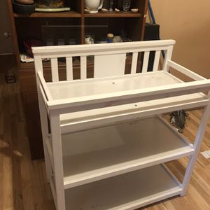 Free Baby Changing Table for Sale in Los Angeles, CA