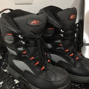 Size 4 Snow Boots Kids-youth for Sale in Las Vegas, NV