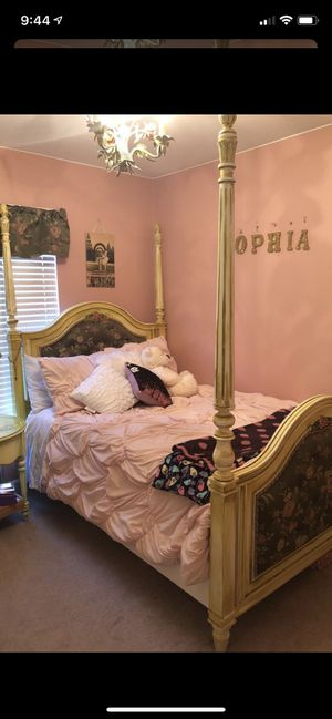 Young American hand painted Bedroom Set for Sale in Novi, MI