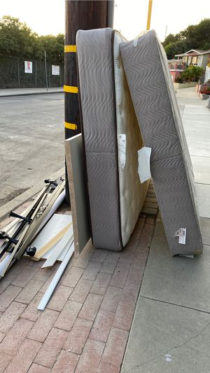 Free queen size mattress set with metal frame for Sale in Los Angeles, CA