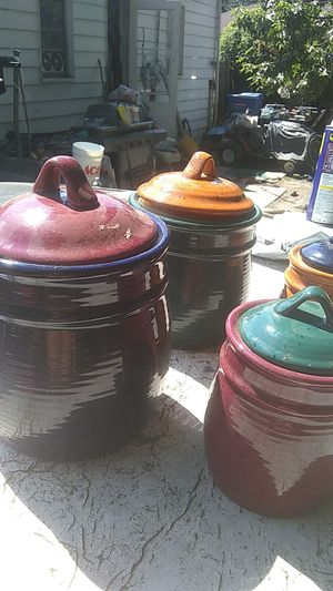 Set of kitchen storage containers,nice design,ceramic. for Sale in Warren, MI
