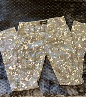Guess Vintage Camo Cargo Pants for Sale in Kirtland, OH