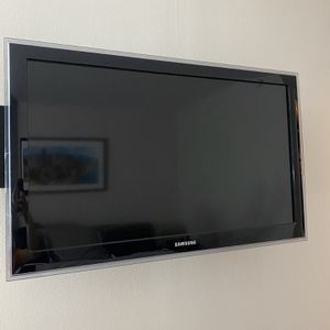 Samsung 40 Inches TV for Sale in Chicago, IL